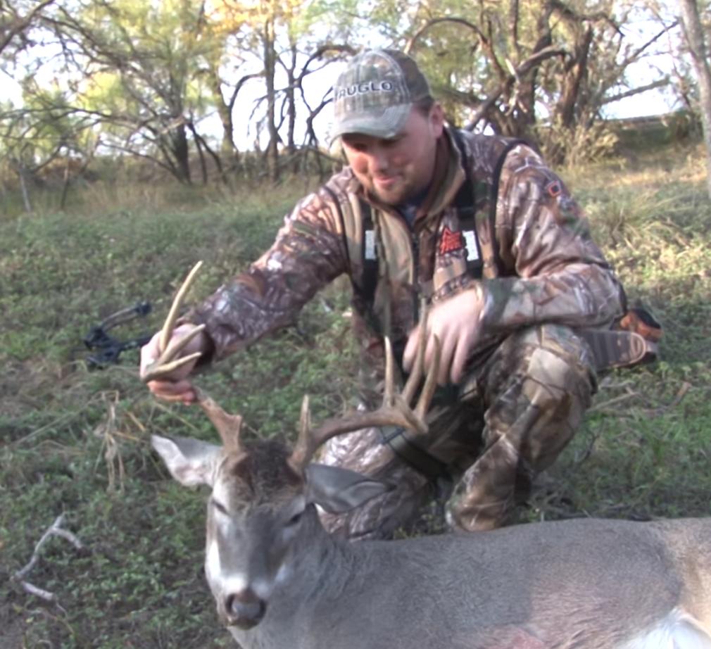 VIDEO: Threading the Needle on a Big Texas Buck -